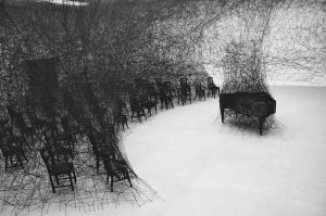 Dialogue with absence, por Chiharu Shiota para on&on