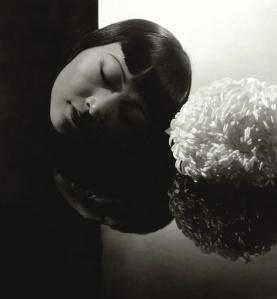 La actriz Anna May Wong fotografiada por Edward Steichen. Publicada en Vanity Fair en enero de 1931