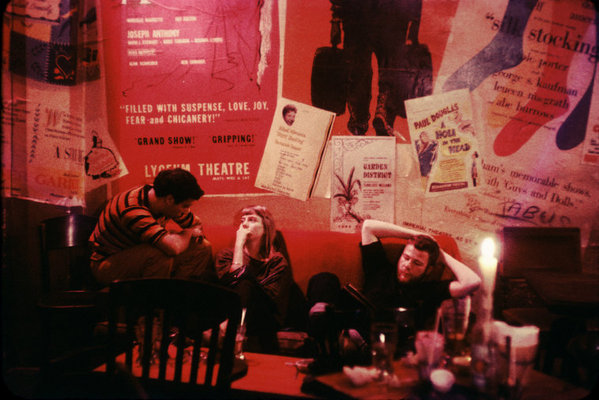 Un momento de tranquilidad de los poetas Beat en un popular coffee shop de NY 1959. © Burt Glinn / Magnum Photos