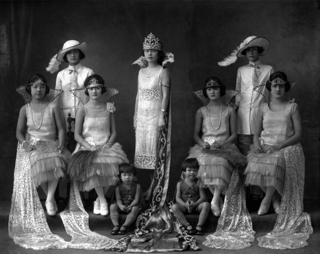 Carlos Endara S.M. Beatriz Luthas de Limchin, primera Reina del Carnaval de la colonia chino-panameña,1925. Cortesía /Courtesy: Colección Casa Museo Endara.